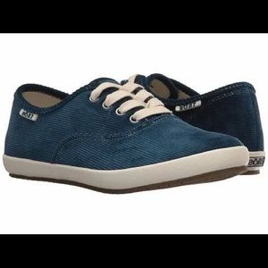 Taos Guest Star Blue Corduroy Shoes 7.5 NEW